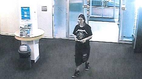 Jemma Lilley tallentui ostoskeskuksen valvontakameroihin murhapäivänä.