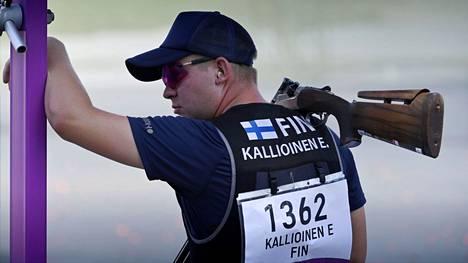 Suomen Eetu Kallioinen tähtäsi Tokion olympialaisten skeetin avauskierroksella tuloksen 25.