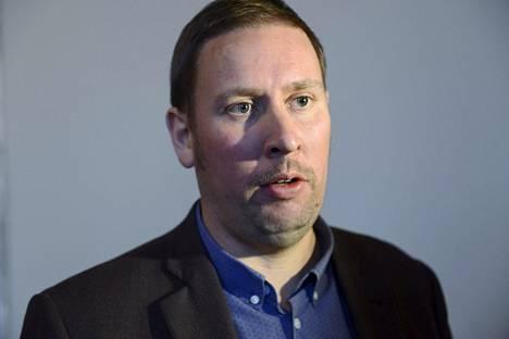 Paavo Arhinmäki vastusti sähköverkon myyntiä.