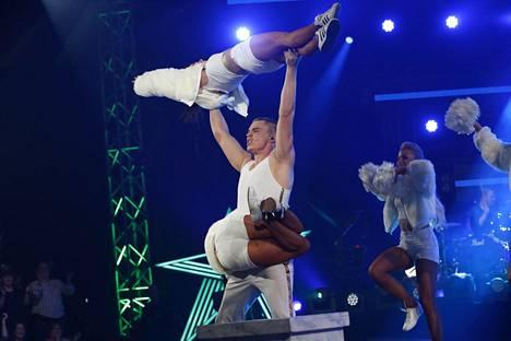 Elias Kaskinen esitti Backstreet Boysin Everybodyn.