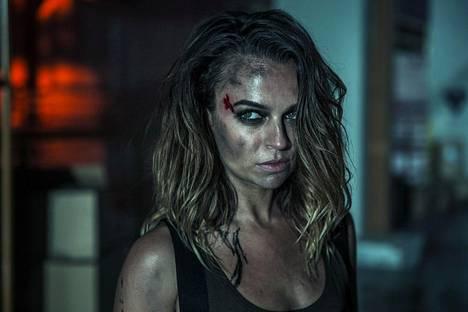 Australialainen näyttelijä Bianca Bradley näyttelee pikkuroolissa ammattitappajaa.