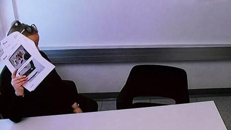 Rikoksista syytettyä Veera Aholaa kuultiin videoyhteyden välityksellä Pohjanmaan käräjäoikeudessa tiistaina.