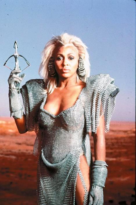 Tina Turner hyppäsi Auntie Entityn rooliin vuoden 1985 elokuvassa Mad Max – ukkosmyrsky.