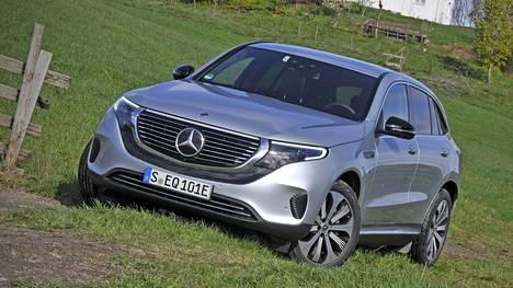 Mercedes-Benzin ensimmäistä täyssähköauto EQC:tä on kaivattu jo pitkään täydentämään sähköautomarkkinoita, jotta tärkeää kilpailua pääsisi syntymään. Muodoiltaan EQC on perinteitä kunnioittava.