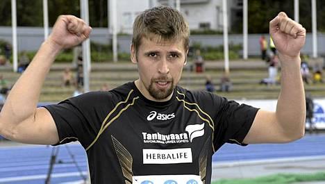 Antti Ruuskanen tuuletti ensimmäistä SM-kultaa.