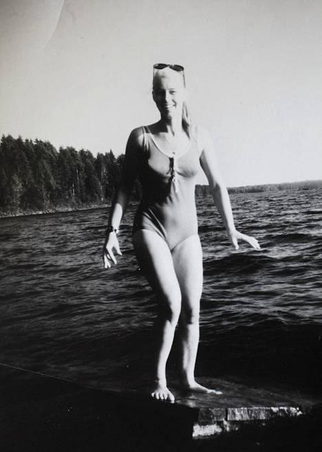 Anu Herala teki nuoruudessaan mallin töitä. Takavuosien Miss Suomen tyylikoulussa Anulle sanottiin, että hänellä on jumalainen huulen kaari.