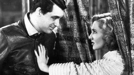 Cary Grant ja Jean Arthur elokuvassa Vain enkeleillä on siivet.