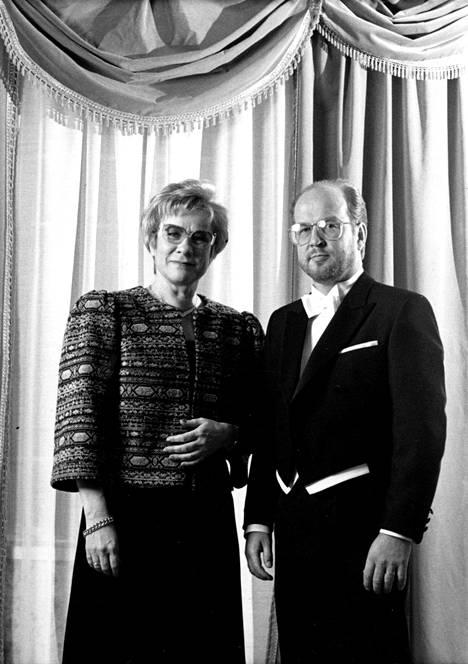 Päiviö Pyysalo juonsi useiden vuosien ajan Linnan juhlia Pirkko Leistin kanssa.