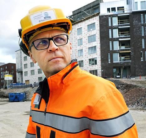 – EU-alueen ulkopuolelta tulevien osalla palkat voivat olla todella surkeita meikäläisittäin arvioituna, Rakennusliiton puheenjohtaja Matti Harjuniemi arvioi.