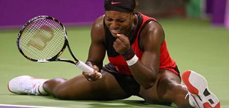 Serena Williams riehui kentällä - ja saa maksaa siitä.
