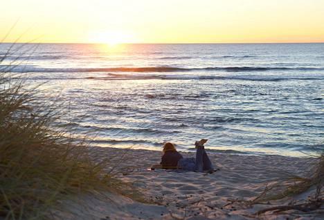 Luksusta on kaunis ranta ja aikaa pysähtyä auringonlaskuun.