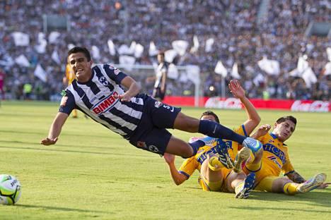 Chávez pelasi vielä keväällä 2013 lupauksia herättävästi Meksikon pääsarjaa Monterreyn paidassa. Seuraavana vuonna alkoivat vaikeudet.