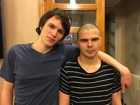 Venäjän ja Suomen viranomaisten mukaan tässä ovat Aleksandr ja Aleksei Kartashov. Turvapaikanhakijat itse ovat kertoneet nimekseen Aleksandr Temnov ja Nikita Shulga.