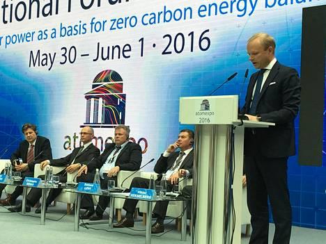 Fortumin toimitusjohtaja Pekka Lundmark puhui atomienergiamessuilla Moskovassa.