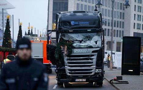 Rekan tuhoutunut tuulilasi Berliinissä.