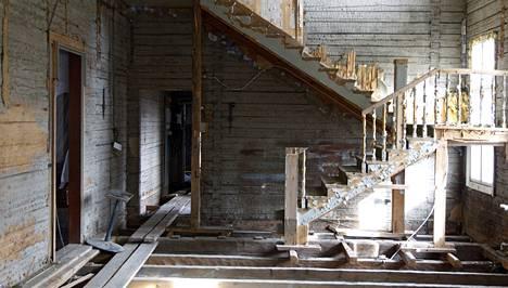 Kartano rapistuu. Vielä 1900-luvun alkupuoliskolla Kytäjä oli seutunsa henkisen ja materiaalisen pääoman keskus. Vauraimpina aikoina kartanolla oli oma raha ja rautatie.