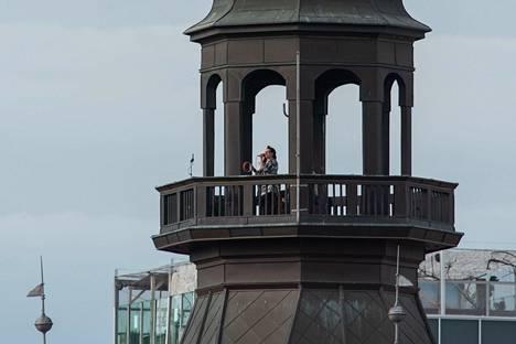 Bilbi esiintyi Narodni Dom -tornin tasanteella Mariborissa.