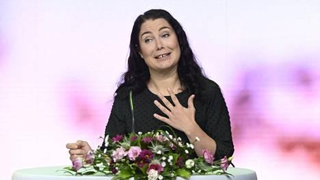 Vihreiden eduskuntaryhmän puheenjohtajan Emma Karin mukaan myös ilmastotoimet vahvistavat julkista taloutta.