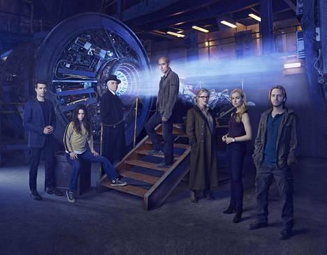 12 apinaa -sarjassa näyttelevät Noah Bean, Emily Hampshire, Tom Noonan, Kirk Acevedo, Barbara Sukowa ja Amanda Schull.