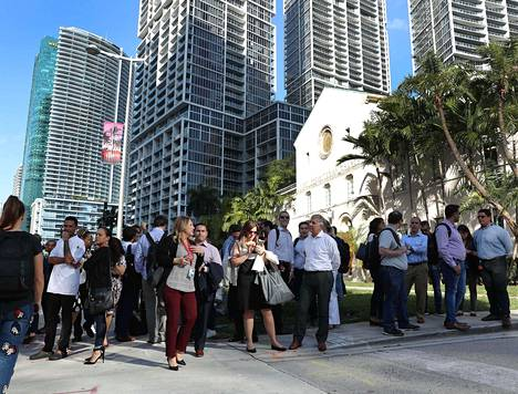 Toimistorakennuksia evakuoitiin maanjäristyksen vuoksi Miamissa asti.