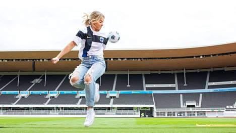 Janni Hussin 13 vuotta kestänyt jalkapalloura tyssäsi polvivammaan.