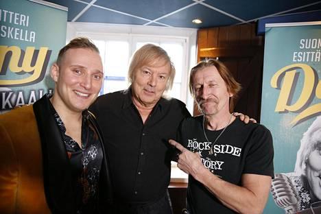 Danny ja kaksi näytelmän Dannya! Lauri Mikkola (vasemmalla) esittää nuorta musiikkineuvosta ja Ilkka Koivula vanhempaa Dannya.