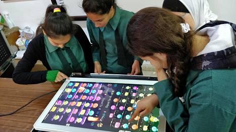 Yetitabletia käytetään jordanialaisissa kouluissa.