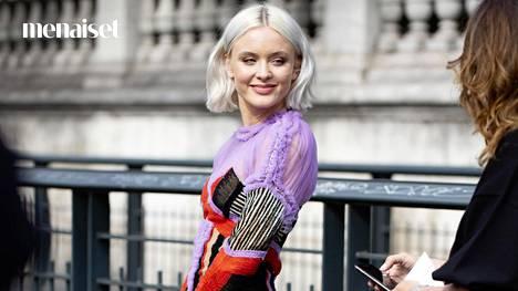 Ota mallia esimerkiksi Zara Larssonilta Pariisin muotiviikoilta.
