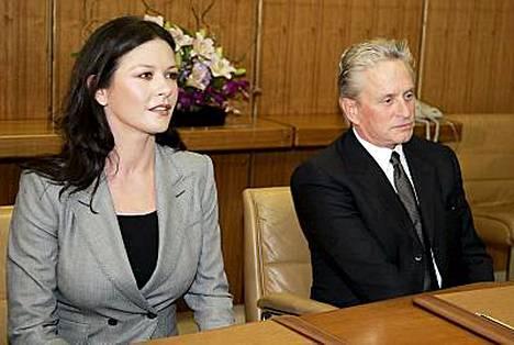 Catherine Zeta-Jones haluaa tehdä uraa, kun taas Michael Douglas haluaa keskittyä perheeseen.