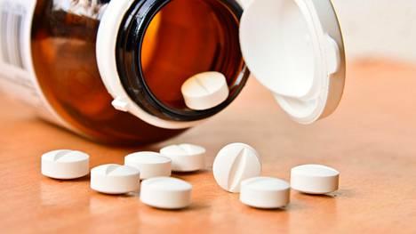 Jo entuudestaan tiedetään, että antikolinergisiä lääkkeitä käyttävät saattavat olla tavallista suuremmassa dementian ja keuhkokuumeiden vaarassa. Kuvituskuva.