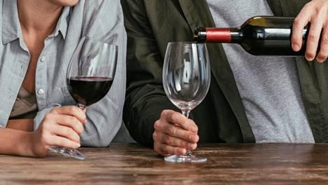Alkoholin käytössä olisikin hyvä olla maltillinen varsinkin, jos suvussa on eteisvärinää.