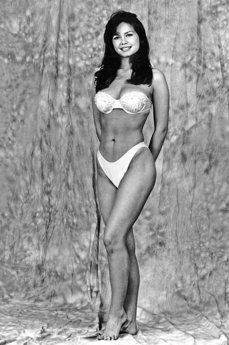 Nina Autio valittiin ensimmäiseksi perintöprinsessaksi vuonna 1991. Autio poseerasi tuolloin IS:lle olkaimettomissa, valkoisissa bikineissä. Baywatchin hengessä tuohon aikaan oli muotia korkealle vyötärölle vedetyt alaosat.
