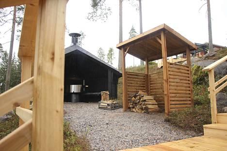 Pihalle rakennettiin kokonaan uusi nuotiopaikka.