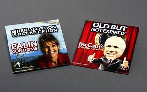 72-vuotiaan McCainin nimeä kantavan kondomipaketin kannessa hauskuuttaa teksti Old but not expired, vapaasti suomennettuna Vanha mutta ei vanhaksi mennyt.