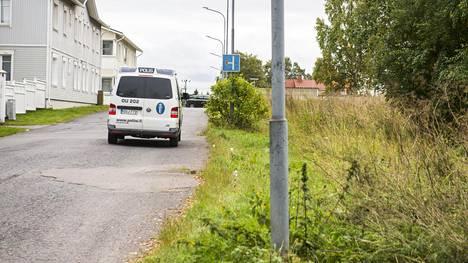 Raahelaismiestä syytetään äitinsä ja nuoren naisen murhista – käräjiä yritetään aloittaa tänään kolmatta kertaa