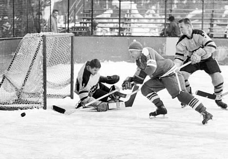 Raimo Kilpiö (numero 7) Suomen paidassa talviolympialaisissa 1960.