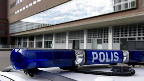Nuoria tyttöjä sosiaalisessa mediassa saalistanut mies tuomittiin Helsingin käräjäoikeudessa neljän vuoden ja kymmenen kuukauden vankeuteen.