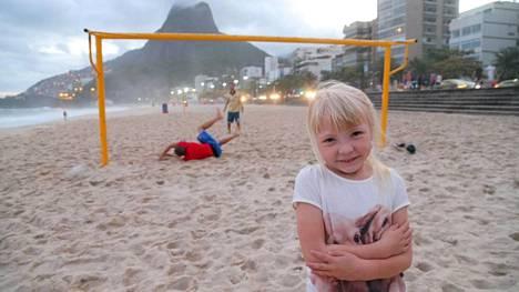 Imatralainen Vilja Ahl toivoo pääsevänsä saattamaan Lionel Messiä kentälle MM-finaalissa.