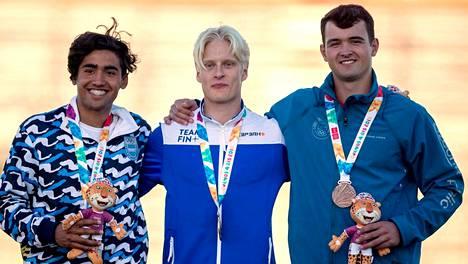 """Keihäänheittäjä Topias Laine, 17, voitti historiallisesti nuorten olympiakultaa ja mykistyi: """"Oli jännät paikat"""""""