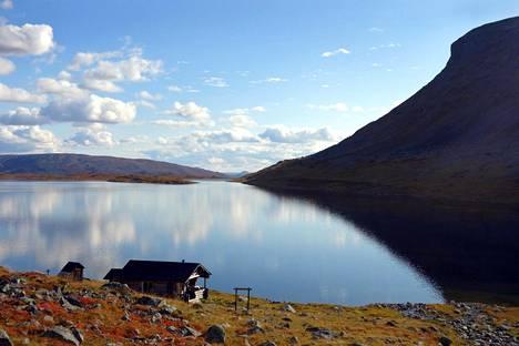 Järvi Saana-tunturilla.