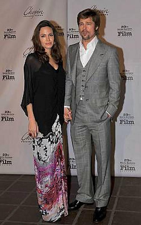 Angelina Jolien ja Brad Pittin kerrotaan odottavan kaksosia.