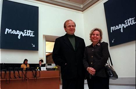 Erkki ja Assi Liikanen Brysselissä. Liikasten mieltä pahoitti yritys sotkea heidät kampanjaan komissiota vastaan.