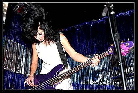 Ennen Kylie Minoguen ryhmään liittymistään Jenni oli hetken mukana The Smashing Pumpkins -yhtyeen harjoituskokoonpanossa.
