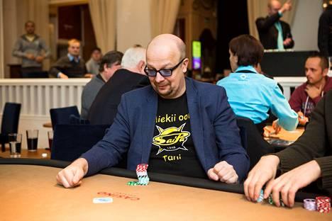 Aki Pyysing on tullut tunnetuksi myös pokeriammattilaisena.