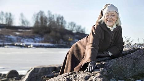 – Ei minulla ole ainakaan vielä kuolemanpelkoa. On tässä aikaa vielä nauraa, Birgitta Ulfsson tokaisee.