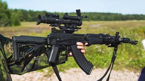 Puolustusvoimien rynnäkkökivääri varastettiin Lahden Kärpäsessä tehdyn murtosarjan yhteydessä. Puolustusvoimat ei ole kertonut varastetun aseen mallia.