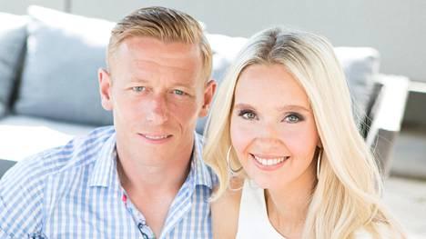 Mikael ja Metti Forssell ovat töiden ja lapsiperhearjen keskellä opiskelleet itselleen tutkinnot.