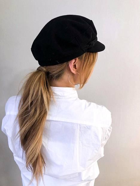 Arkilookia voi piristää vaikkapa hatulla tai pannalla.