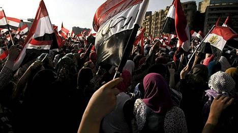 Egyptin armeija antoi eilen poliitikoille kaksi vuorokautta aikaa kansalaisten vaatimusten täyttämiseen.