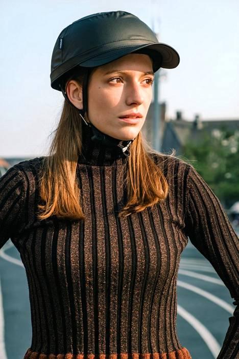 Kypärä kuin hattu! Yakkay-kypärässä on alla yksinkertainen peruskypärä, johon voi ostaa vaihdettavia päällisiä oman maun mukaan.